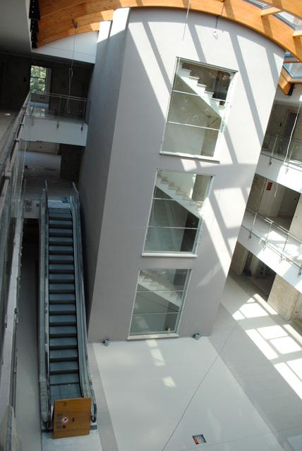 Work in progress - Atrio del Centro Commerciale, vista scale mobili ed ascensore