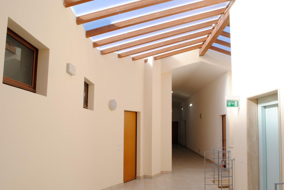 Particolare del corridoio dell'ultimo piano dello stabile.