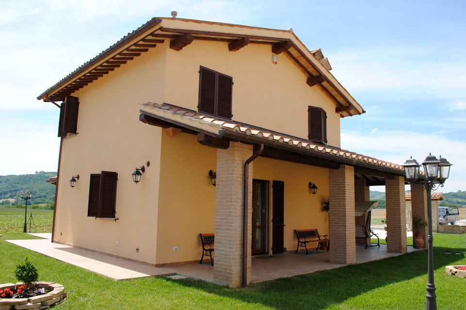 Villetta indipendente con portico edil group costruzioni for Piccoli piani casa moderna casetta