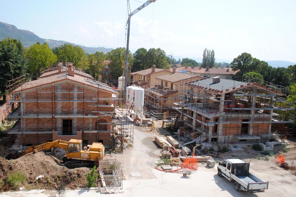 Vista panoramica del cantiere, con le 6 bifamiliari.